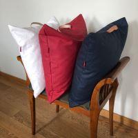 Aesthetic Lněný povlak na sedací polštář s koženým uchem - Červená Rozměr: 50x50 cm