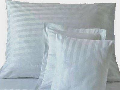 VERATEX Damaškový povlak na polštář 70x90cm proužek bílý 2 cm HOTELOVÝ uzávěr